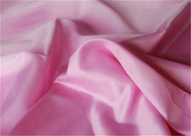 China Colorful Plain Polyester Taffeta Fabric 300T 50 * 50D 63 Gsm Comfortable supplier